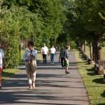 Spaziergänger auf dem Neuhof